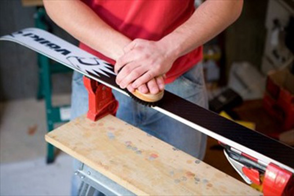 Manutenzione e cura di sci e scarponi: ecco alcuni consigli