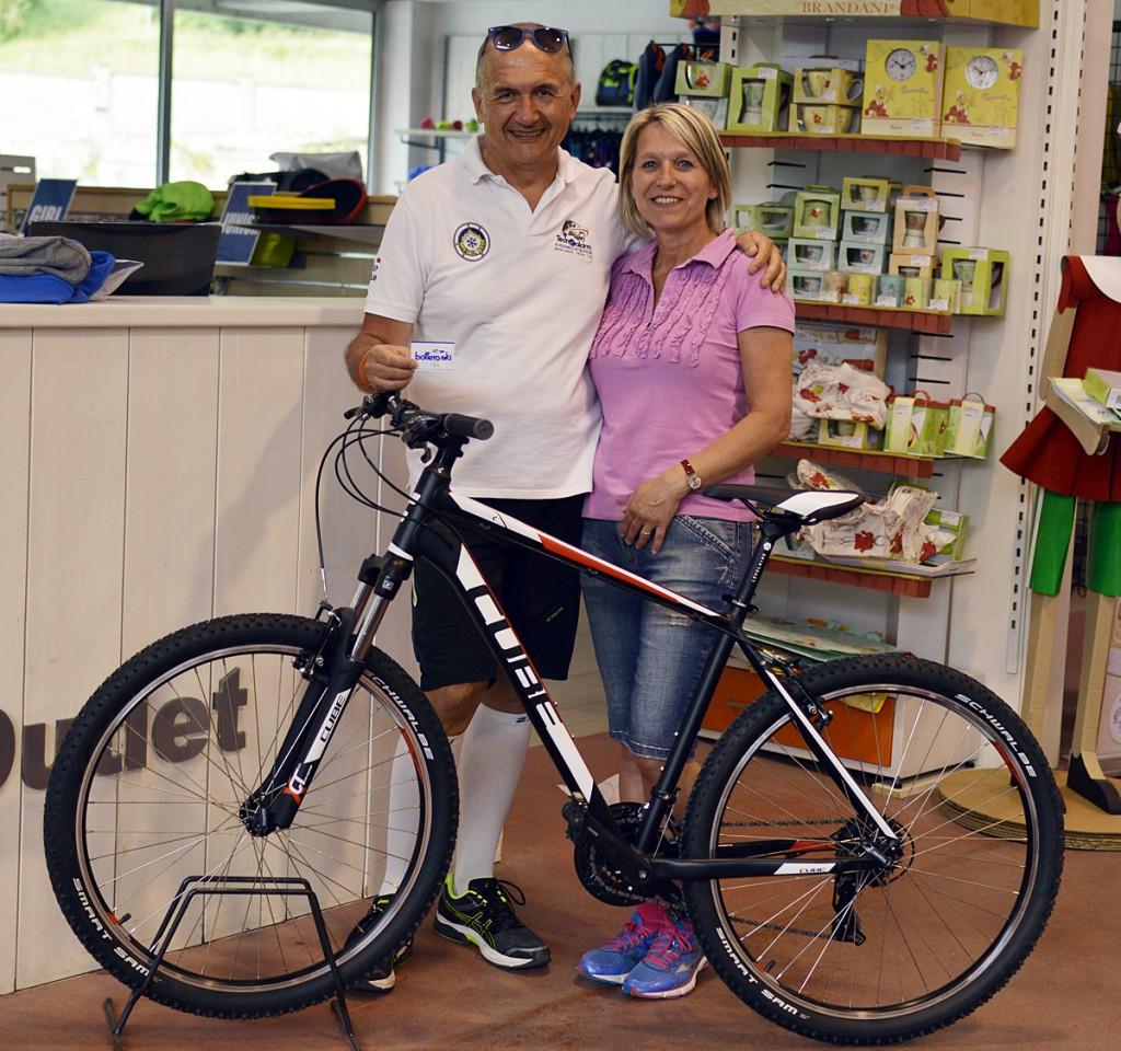 La vincitrice della mountain bike Cube
