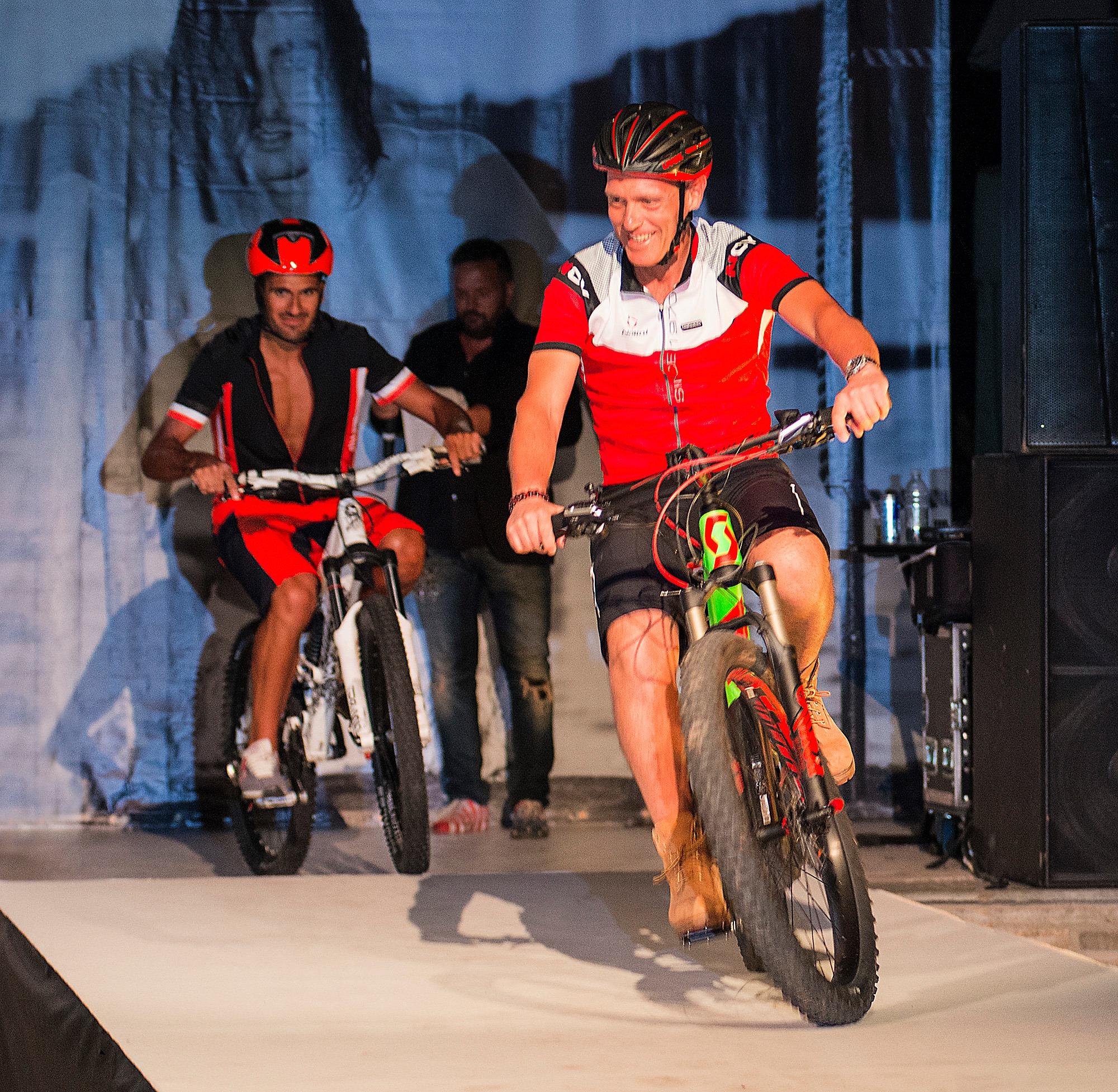 sfilata botteroski abbigliamento bike